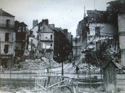 Nantes : Rue Mazagran apr�s les bombardements am�ricains du 16 septembre 1943 - ( Photo F. Chapeau)